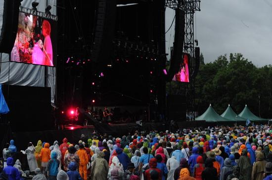 图文:富士音乐节第三天--大雨来临