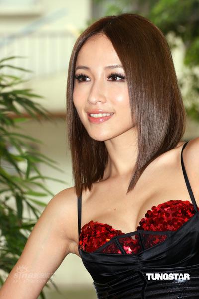 组图:萧亚轩薄纱性感挑战极限热舞HIGH翻台北