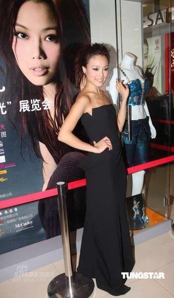组图:容祖儿上海宣传个唱主打旗袍和上海话
