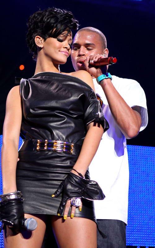 组图:蕾哈娜与克里斯布朗合唱小情侣同台合作