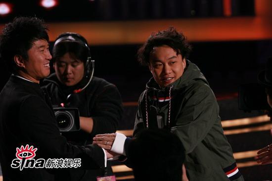 图文:中歌榜现场--陈奕迅与满文军