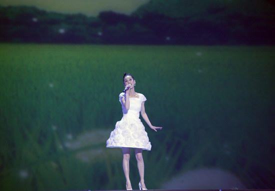 黄圣依09全新单曲《心中有爱》独家首播(组图)