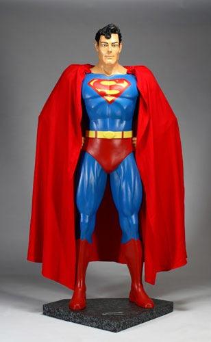 图文:杰克逊拍卖大全--比真人大的超人公仔