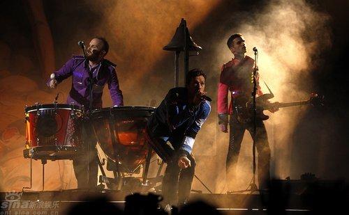 图文:全英音乐奖现场--酷玩乐队登台献唱