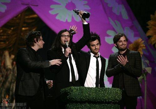 图文:全英音乐奖现场-莱昂国王获国际最佳团体