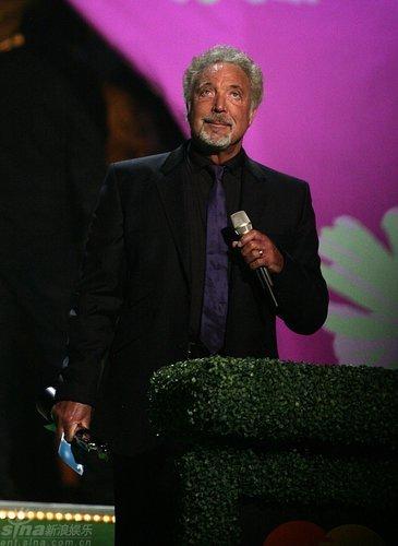 图文:全英音乐奖现场--TomJones讲话
