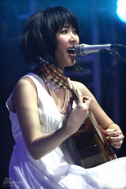 香港色情歌曲_图文:王若琳香港演唱会-王若琳偏重英文歌曲