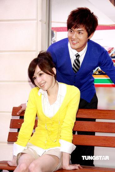 组图:吴克群王心凌重返学生时代上演制服浪漫