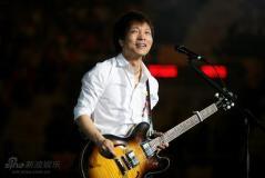 独家评论:许巍北京演唱会痛苦到欢乐的救赎