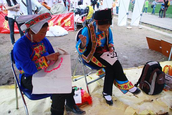图文:热波音乐节--现场的民族手艺秀