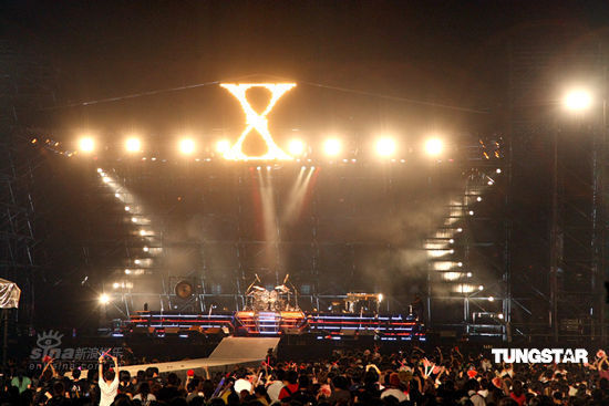 图文:X-Japan台北开唱--久等的日本传奇天团