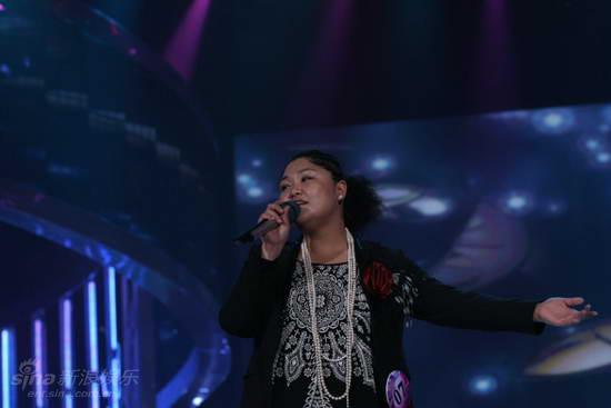 图文:快女全国首场总决赛-大春子展示唱功