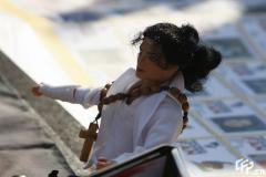 组图:杰克逊意大利歌迷自制玩偶寄托无限悲伤