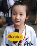 6岁小歌迷追思杰克逊昔日合影男孩秀照片(图)