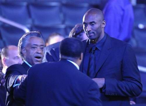图文:NBA球星科比参加杰克逊悼念仪式