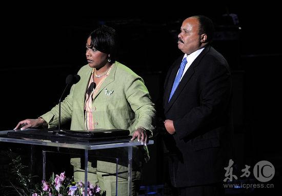 图文:杰克逊公众悼念仪式--马丁-路德金三世致辞