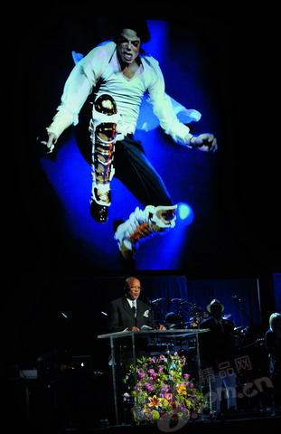 深切怀念迈克尔杰克逊:死亡,漂白一生(组图)