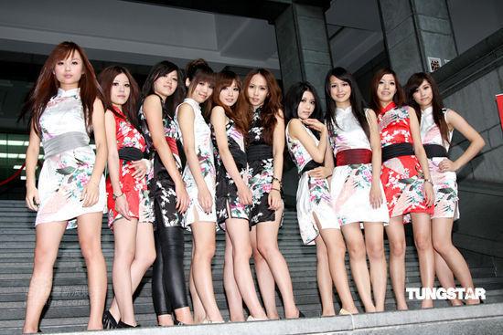 组图:台湾也吹民乐风 网络美女组无双女子乐团