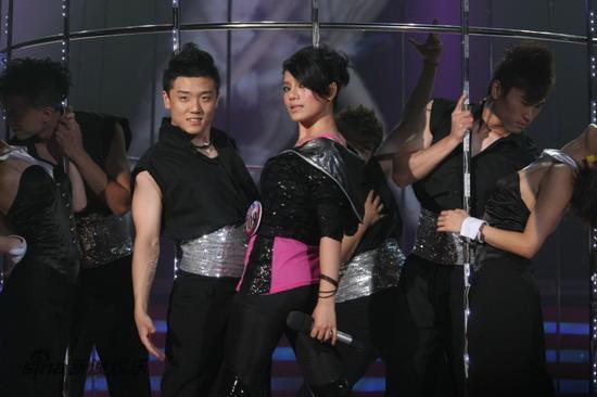 图文:09快女决战--江映蓉被赞舞台女王