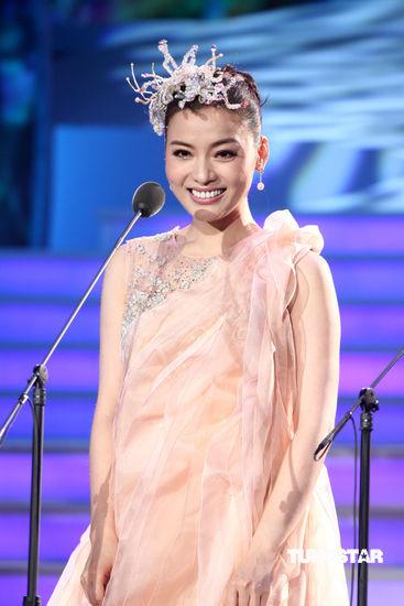 图文:陈思思台湾演唱会--公主裙现身