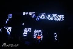 """张杰发《穿越》王栎鑫喂食""""父子情深""""(组图)"""