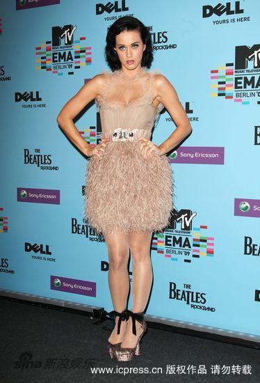 图文:MTV欧洲音乐大奖发布会-凯蒂-佩里穿蓬蓬裙