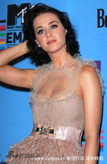 图文:MTV欧洲音乐大奖发布会-凯蒂-佩里风骚亮相