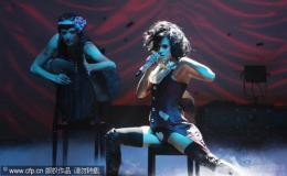 组图:凯蒂-佩里SM装扮热舞妖娆献唱火爆全场