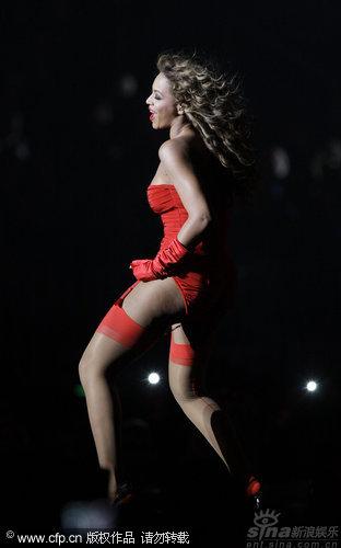 图文:2009MTV欧洲音乐大奖--碧昂斯动感热舞