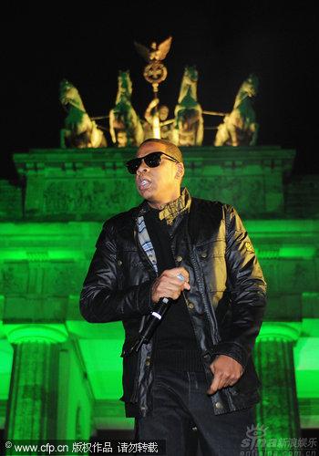图文:2009MTV欧洲音乐大奖--JayZ登台与U2合唱
