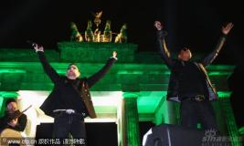 组图:U2乐队免费开唱Jay-Z登台助阵