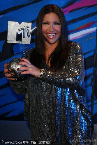 图文:MTV奖艺人捧杯-希腊歌手ElenaPaparizou
