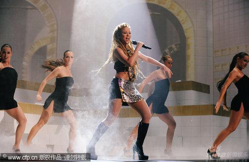 图文:拉丁天后Shakira热舞-动作迷人
