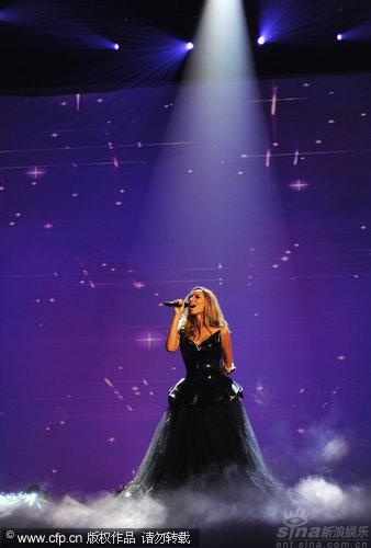 图文:丽安娜-刘易斯秀天籁歌声-如神明召唤