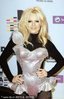 组图:波兰女歌手Doda炸弹裙惊爆眼球