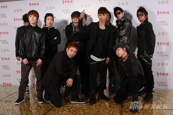 图文:09中歌榜颁奖礼红毯-张佑赫帅气现身