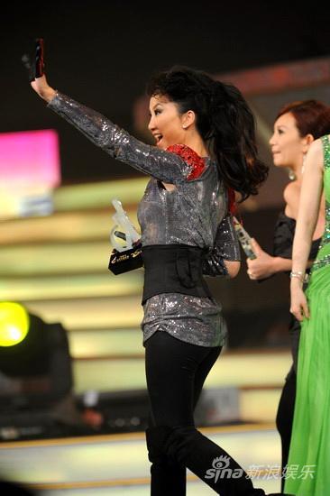 图文:09中歌榜颁奖礼现场-李玟激动