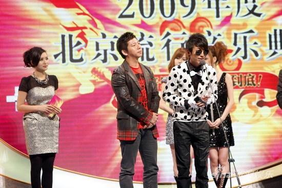 图文:09中歌榜颁奖礼-羽泉获年度最受欢迎组合