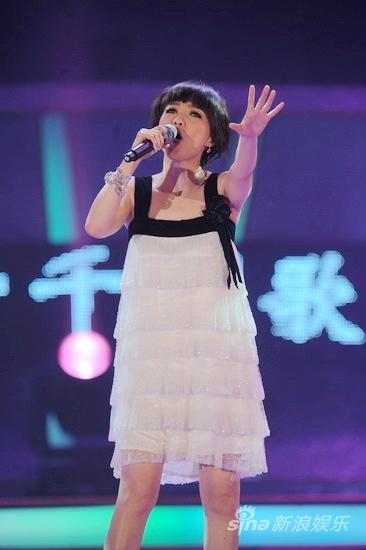 图文:09中歌榜颁奖礼现场-陈慧娴深情表演