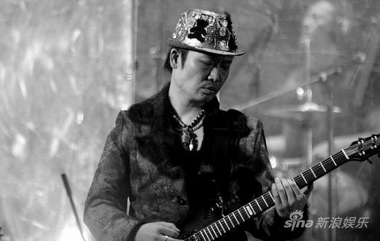 图文:万事如意演唱会-吉他手李延亮