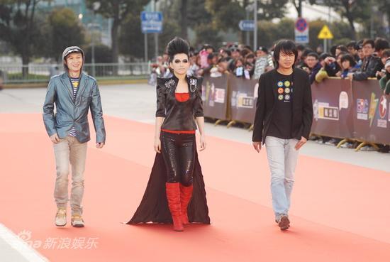 图文:东方风云榜颁奖礼红毯-与非门走红毯