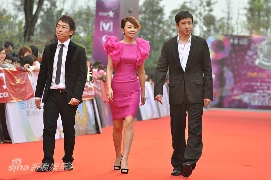 图文:华语榜中榜红毯-黄渤闫妮张国强