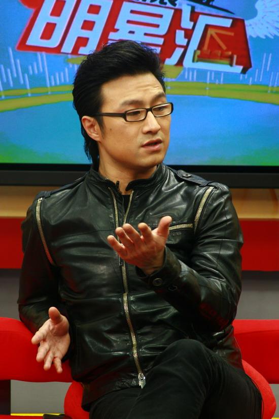 图文:汪峰聊北京个唱-汪峰称不习惯做明星的感觉