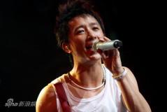 组图:韩庚个唱痛哭谢歌迷迎重生周杰伦送祝福