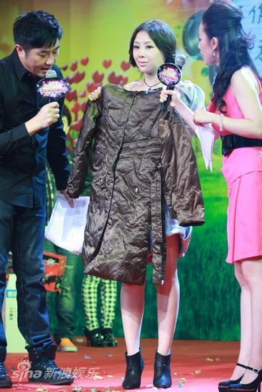 图文:中歌榜欢唱会启动-王筝准备的礼物