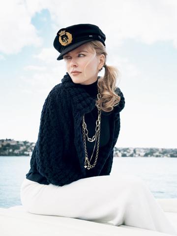 图文:妮可-基德曼写真--头戴海军帽