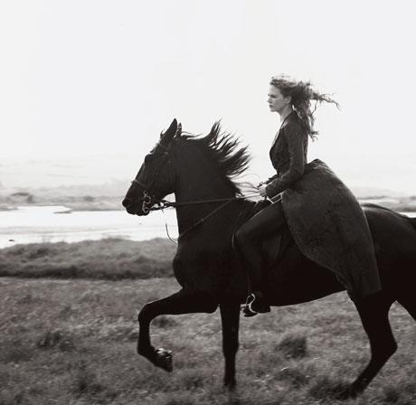 图文:妮可-基德曼写真--美女骑士