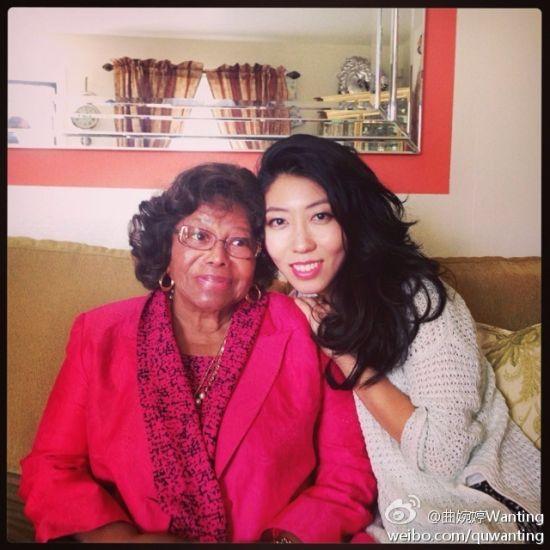 近日,歌手曲婉婷探访了MJ82岁的母亲