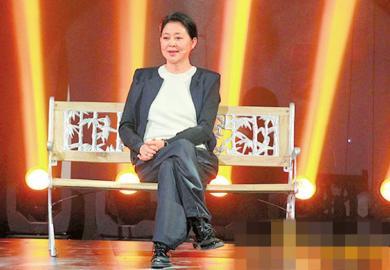 55岁倪萍为重返央视