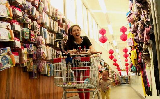 秋瓷炫带小宝宝逛超市